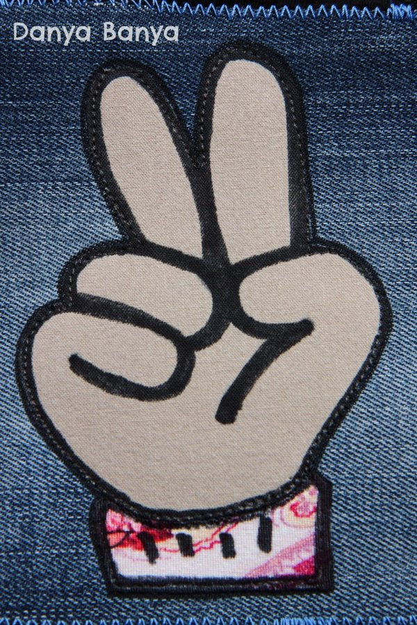 Applique of a hand holding up two fingers