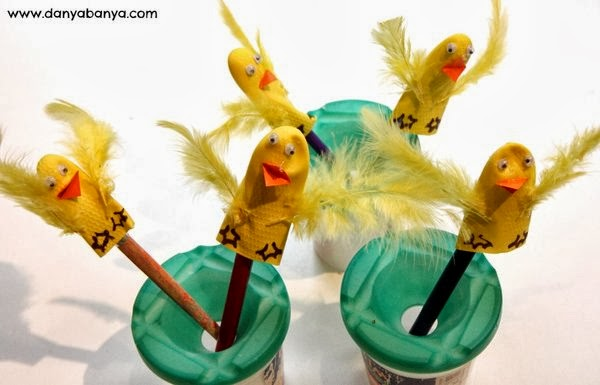 Making duckling finger puppets from the fingers of a rubber glove