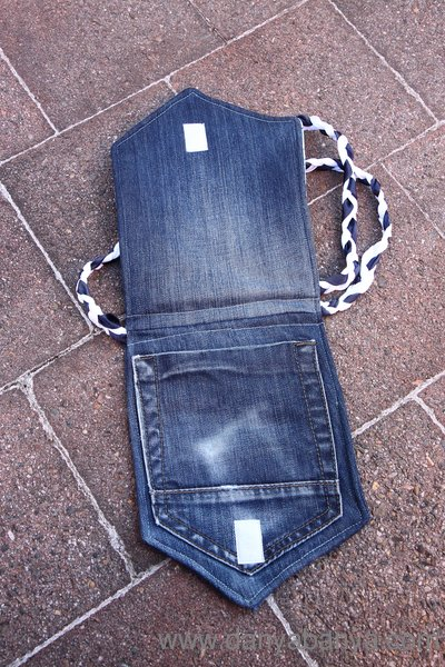 Kindle Cover using old jeans pocket