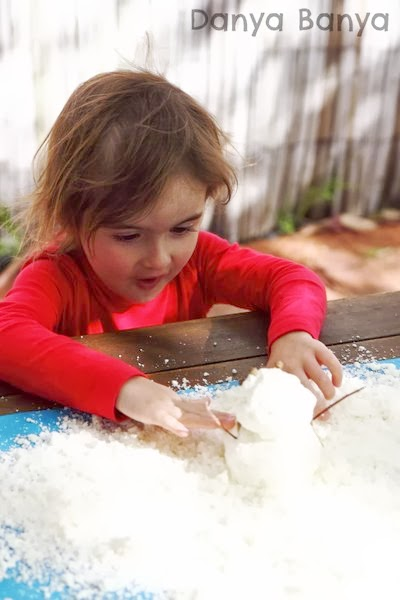 Play Snow sensory play for preschoolers